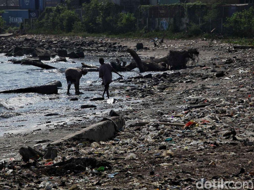 Strategi Susi Berantas Sampah Plastik di Laut