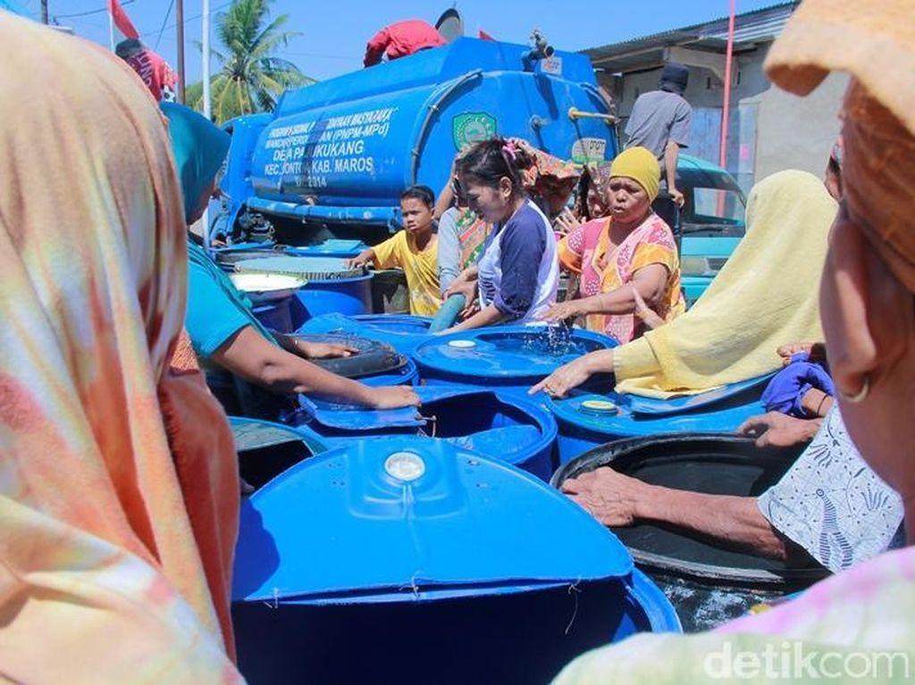 Kekeringan Landa Maros Sulsel, Warga Berebut Air Bersih