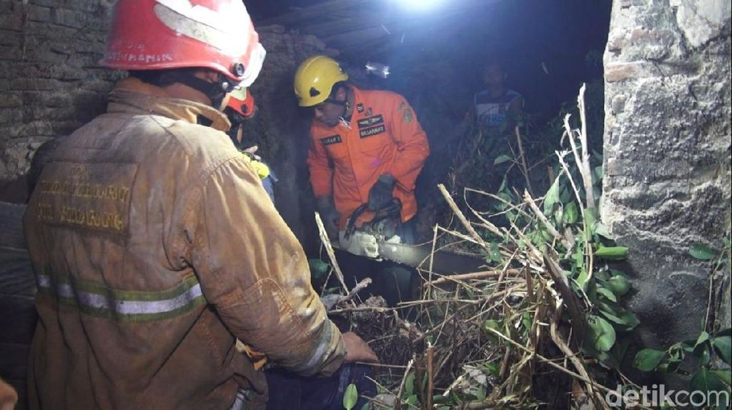 Pria di Semarang Tewas Tertimpa Reruntuhan Bangunan Toilet Umum