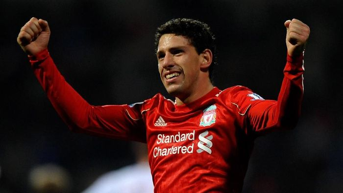 BOLTON, ENGLAND - OCTOBER 31:  Maxi Rodriguez of Liverpool celebrates scoring the winning goal during the Barclays Premier League match between Bolton Wanderers and Liverpool at the Reebok Stadium on October 31, 2010 in Bolton, England.  (Photo by Laurence Griffiths/Getty Images)