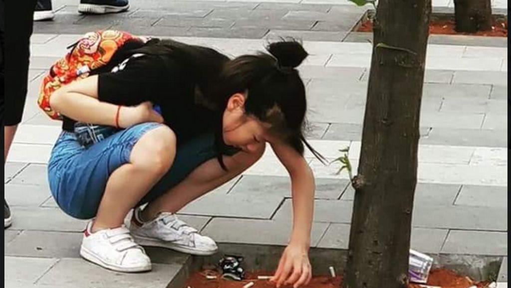 Viral, Suporter Jepang Punguti Puntung Rokok Sampah Asian Games