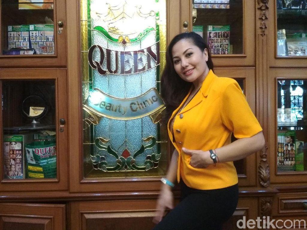 Emma Waroka Menikah dengan Berondong, Ini 5 Profilnya