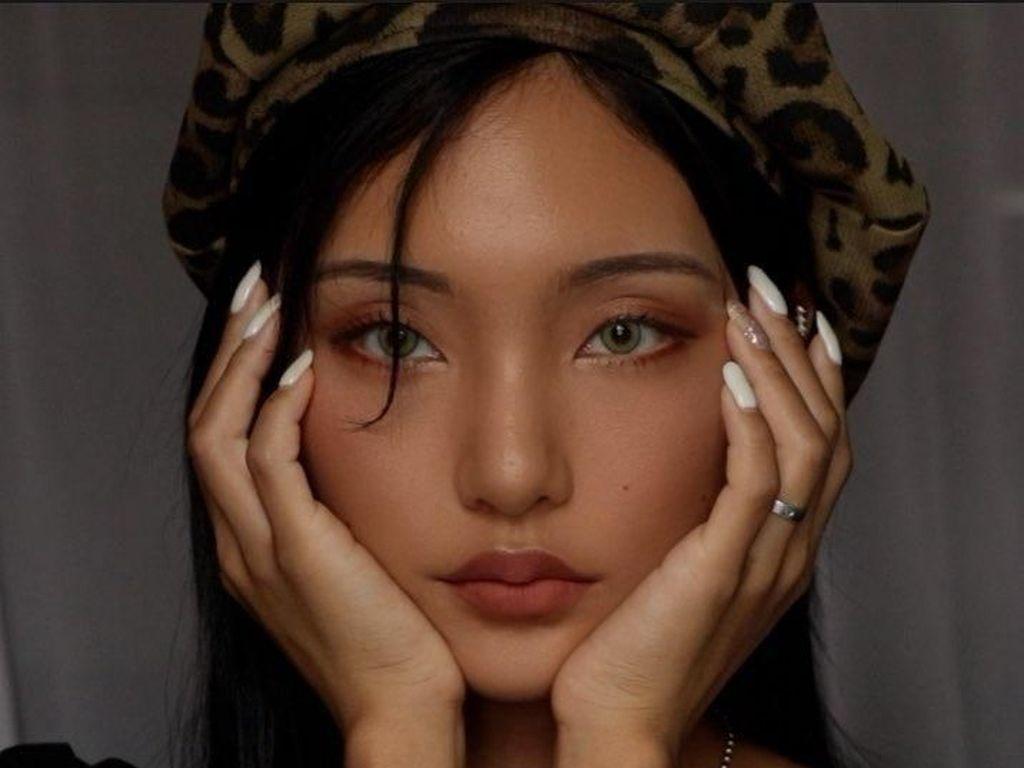 Paras Cantik Youtuber Korea yang Punya Kulit Eksotis Ini Bikin Jatuh Hati