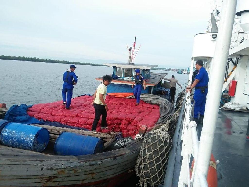 Kapal Penyelundup Bawang Ditangkap di Aceh, 2 ABK Kabur ke Hutan