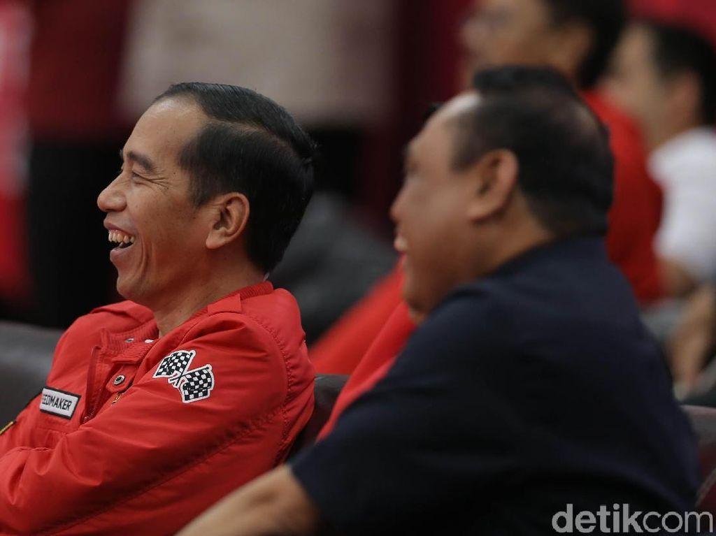 Ini Harga Jaket Anak Motor yang Dipakai Jokowi Nonton Asian Games