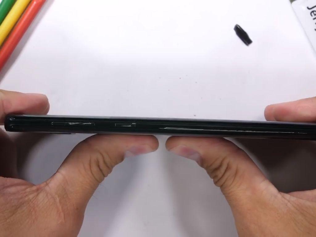Nasib Galaxy Note 9 Ketika Dihajar Habis-habisan