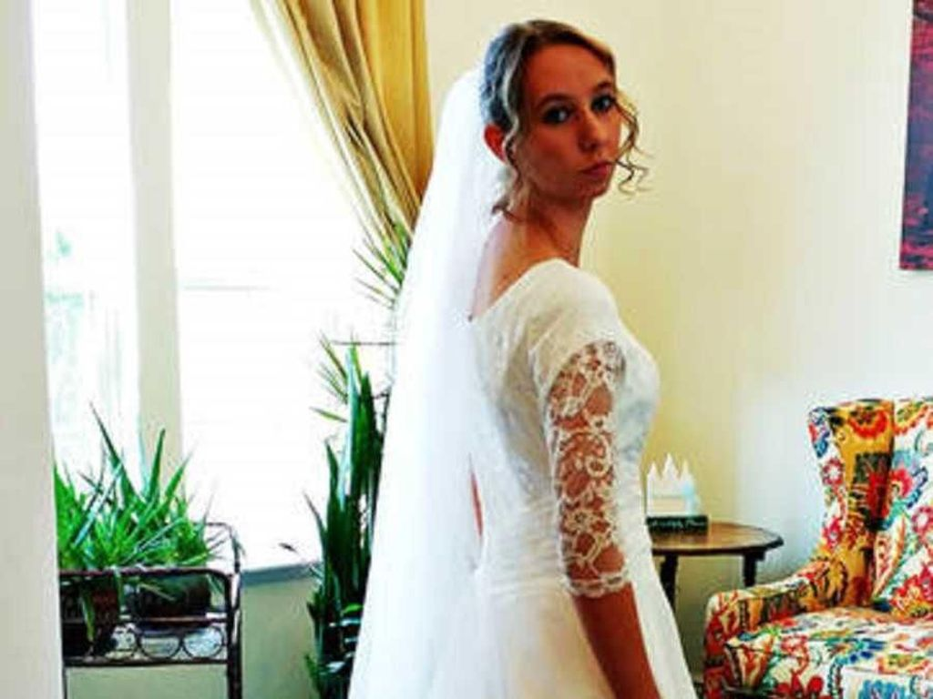 Pergoki Calon Suami Nonton Video Porno, Wanita Ini Batalkan Pernikahan