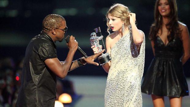 Singgung Konflik Lama, Taylor Swift Sebut Kanye West Muka Dua