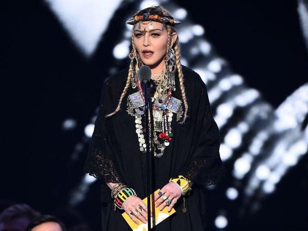 Unik! Madonna Batalkan Proyek Musik Gara-gara Astrologi
