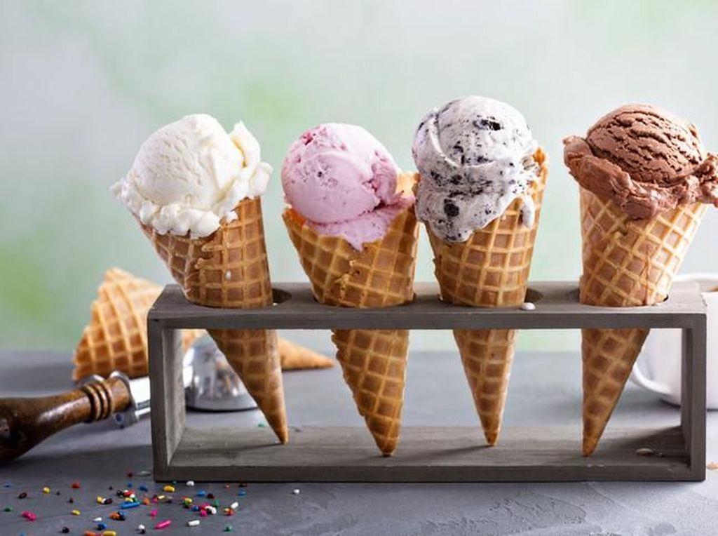 Makan Es Krim Ternyata Bisa Perbaiki Suasana Hati yang Buruk