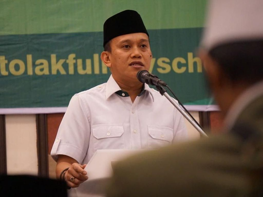 Timses Jokowi soal Naik-naik ke Puncak Gunung Fadli: Selalu Nyinyir