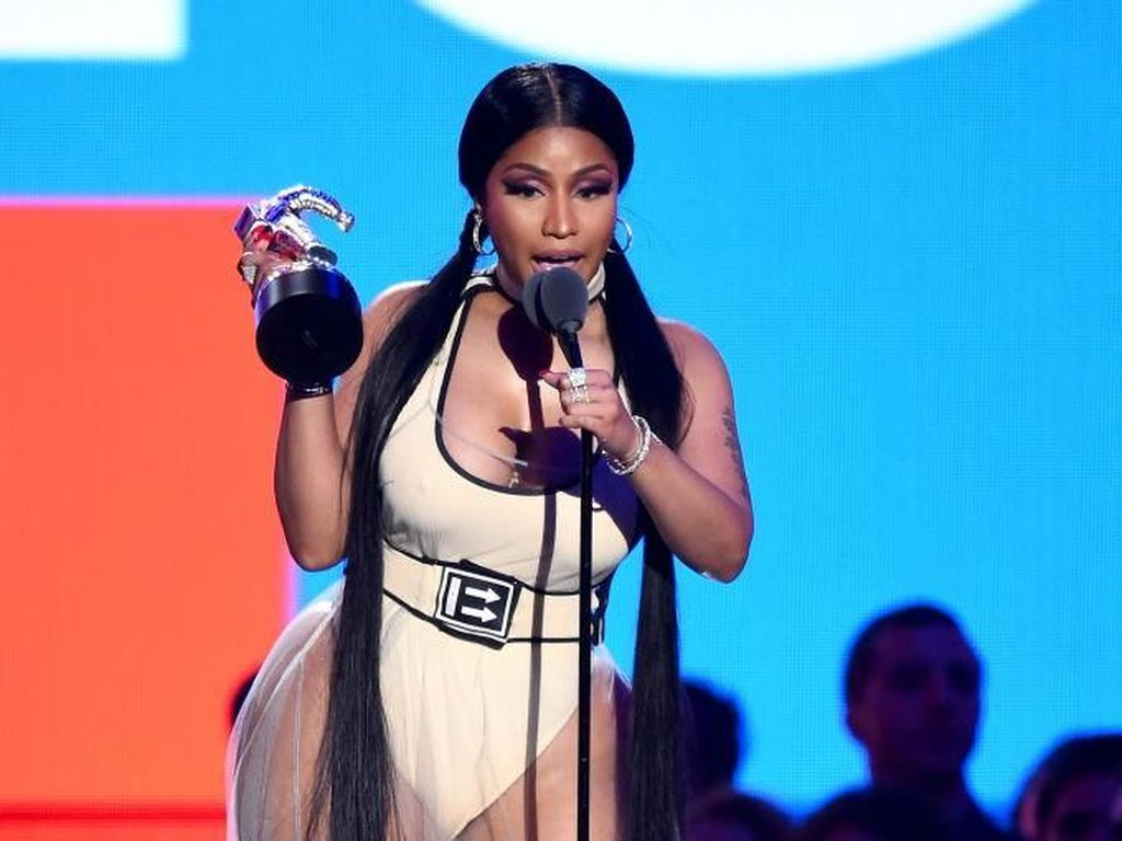 Salah Berbusana, Nicki Minaj Ekspos Payudara di Atas Panggung