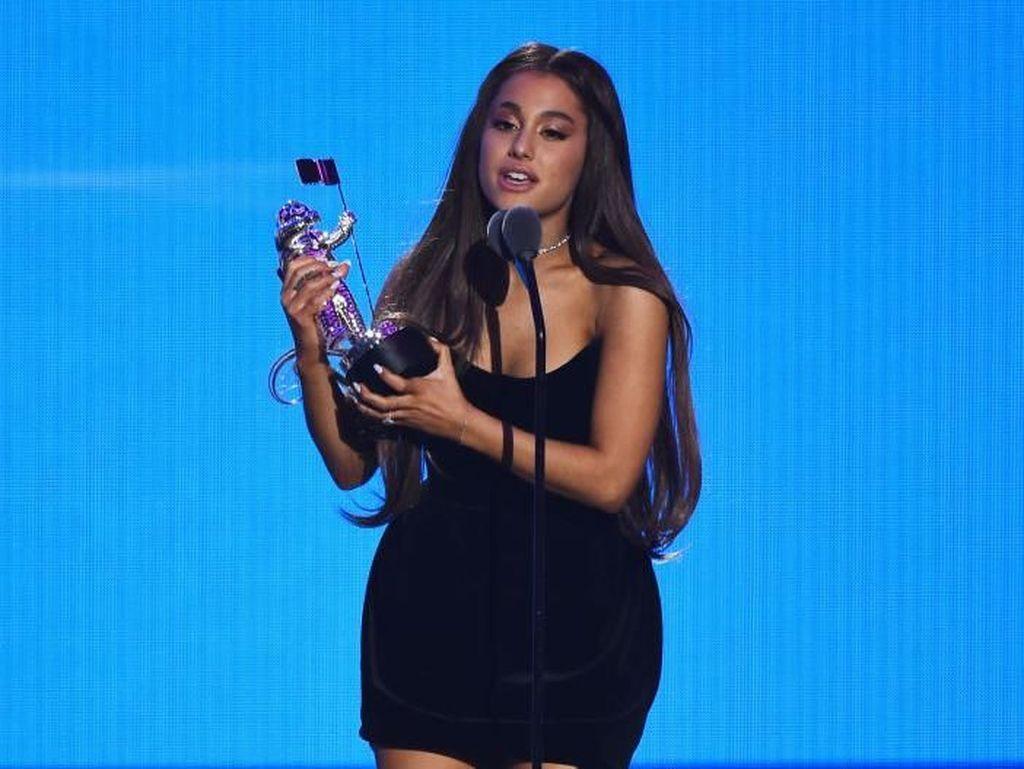 Putus Setelah Tunangan, Ariana Grande Ogah Punya Pacar Lagi