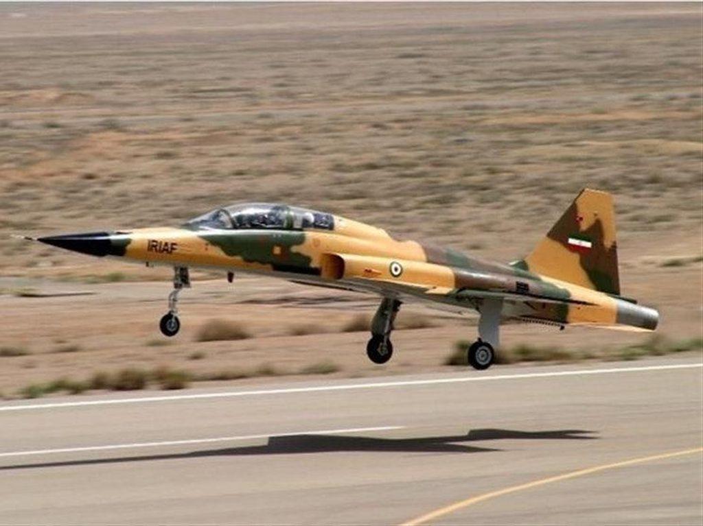 Iran Pamerkan Kowsar, Jet Tempur Terbaru Buatan Dalam Negeri