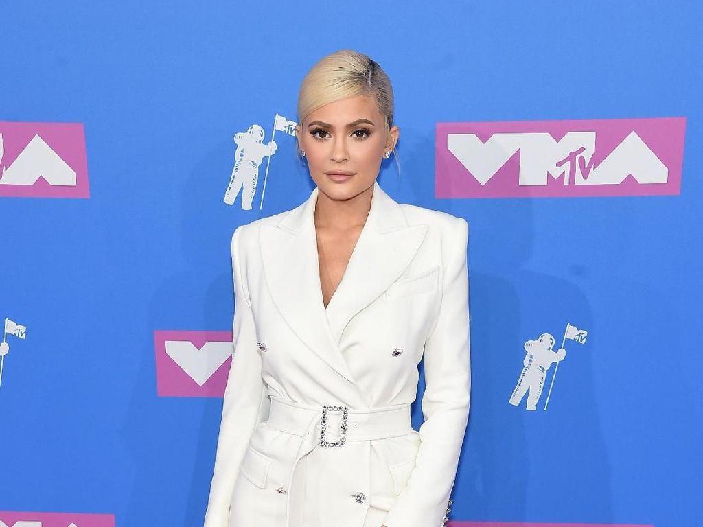 10 Selebriti Berbusana Terbaik di MTV VMAs 2018