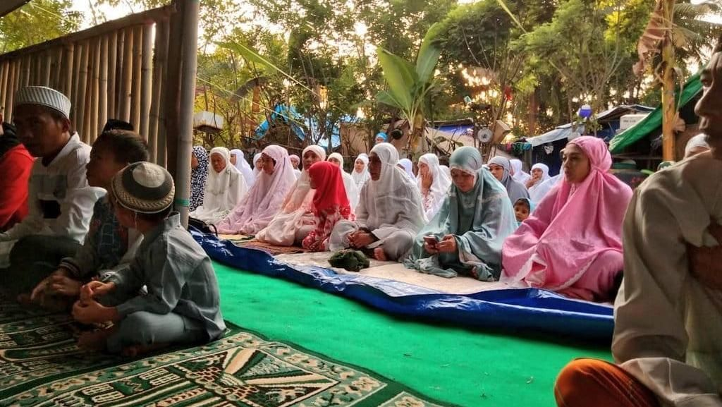 Saat Susi Salat Id Bareng Korban Gempa Lombok di Bawah Tenda Darurat