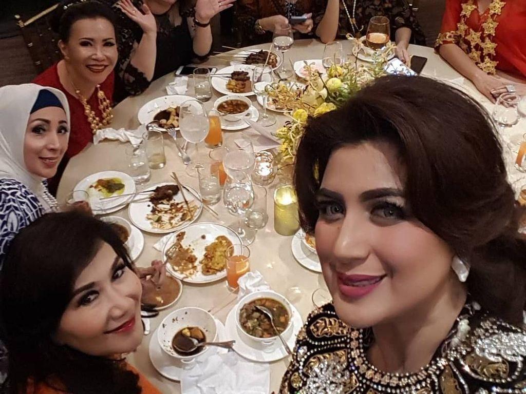 10 Gaya Kulineran Istri Fadel Muhammad bersama Ani Yudhoyono hingga Sandiaga Uno