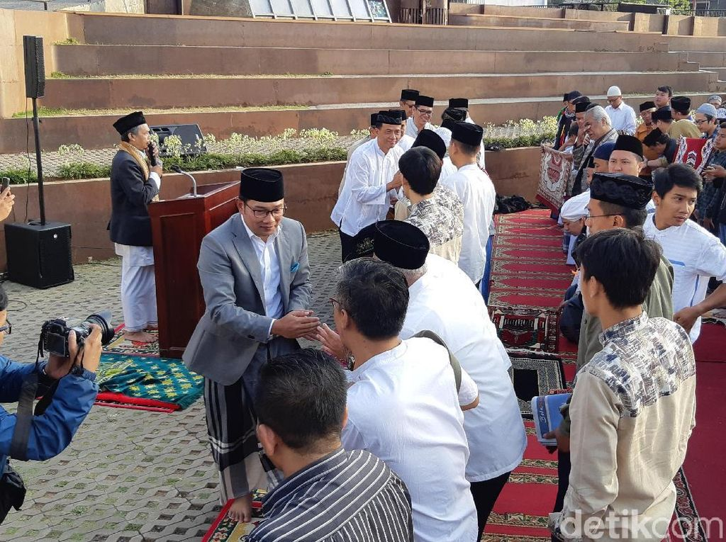 Salat Id di Alun-alun Cicendo, Ridwan Kamil Pamitan Pada Warga