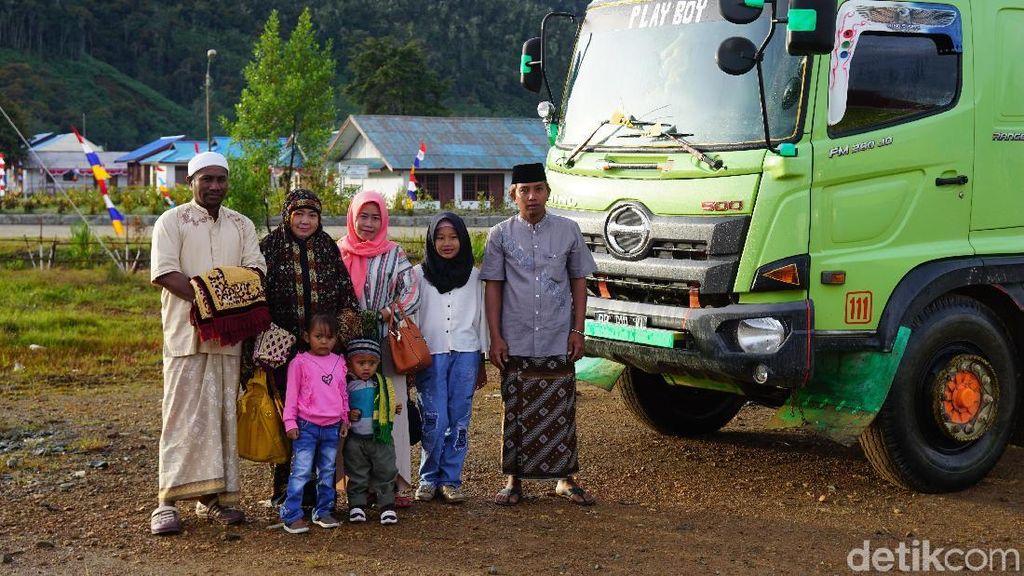 Foto: Salat Id Pertama di Pedalaman Papua Barat