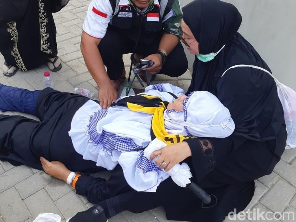 Kiprah Tim Mobile Crisis Tangani Jemaah Kena Heatstroke di Mina