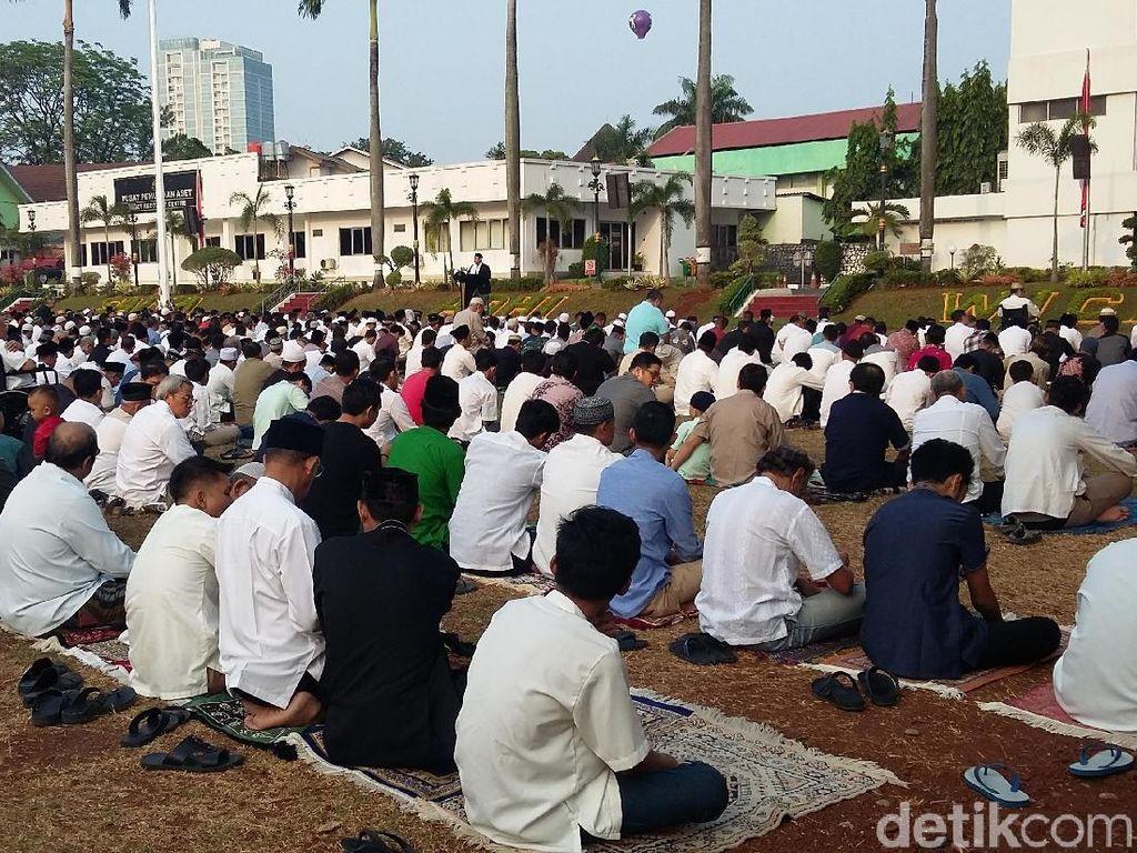 Jaksa Agung Salat Idul Adha dan Serahkan Kurban di Kejagung