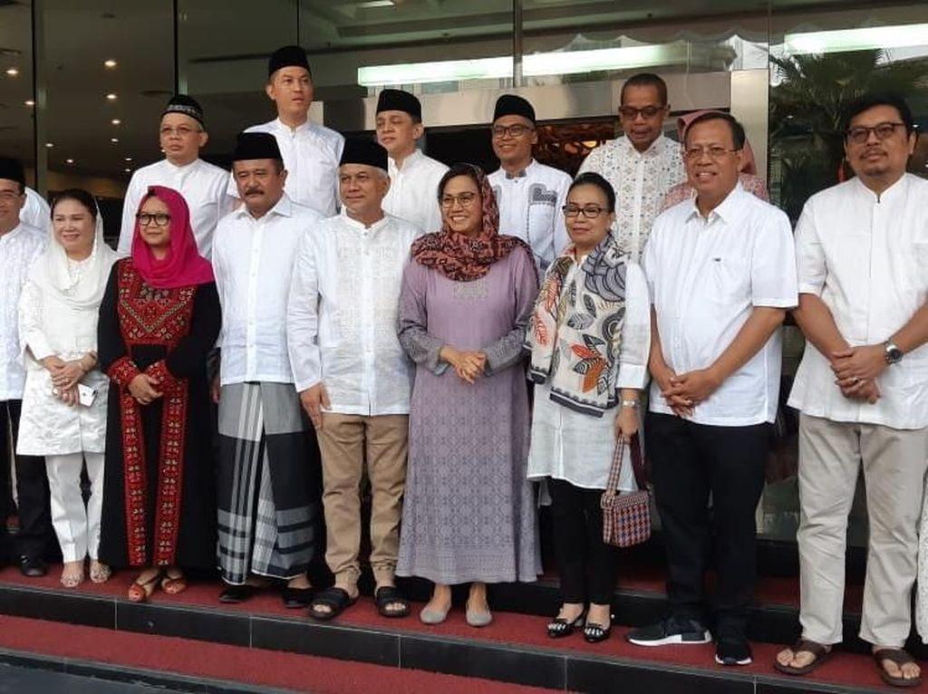 Sri Mulyani dan Menteri-menteri Jokowi Salat Id di Kantor Pajak