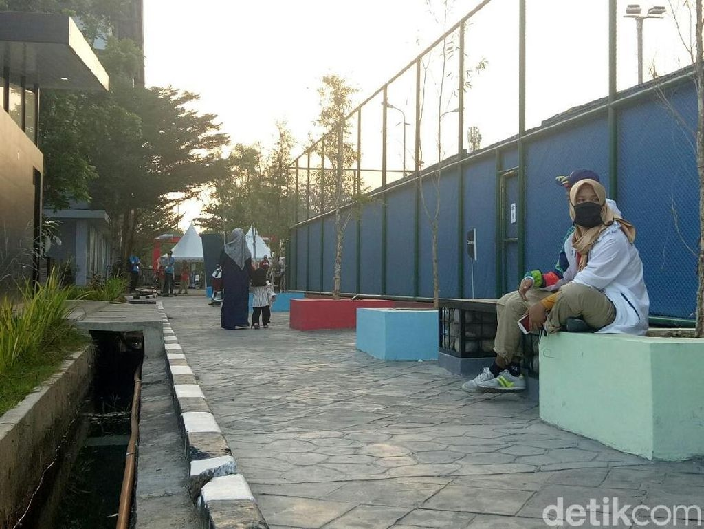 Parit Venue Tenis di Jakabaring Bau, Volunter Bertugas Pakai Masker