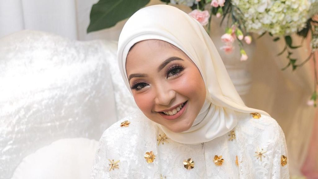 Cantiknya Nurul, Hijabers Mantan Pramugari Kakak Ipar Dian Pelangi