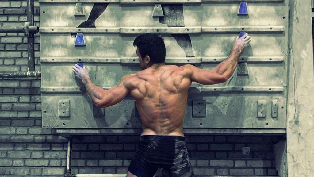 Reza Alipour, Spiderman Ganteng Asal Iran yang Ototnya Jadi Banget
