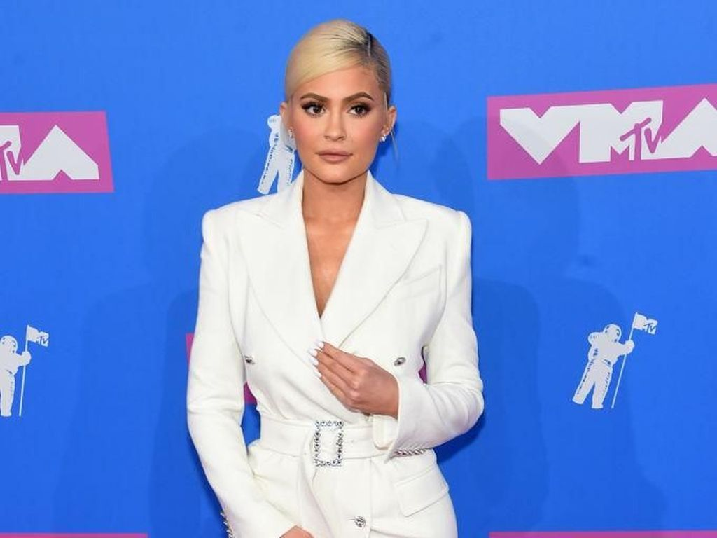 Foto: Seksinya Kylie Jenner Pakai Gaun Mini Seharga Rp 94 Juta