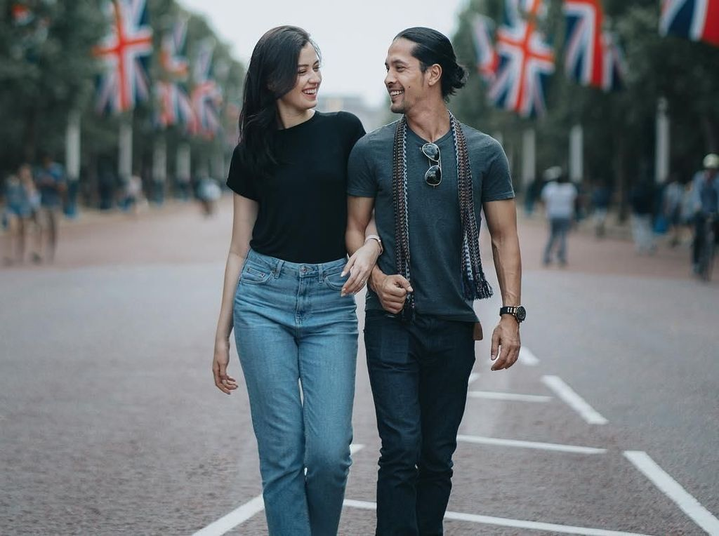 10 Foto Prewedding Simpel Artis, Cocok Buat Pasangan Low Budget