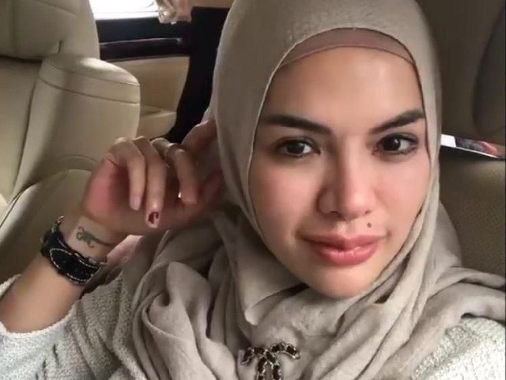 Nikita Mirzani Masih Belajar Istiqomah Pakai Hijab