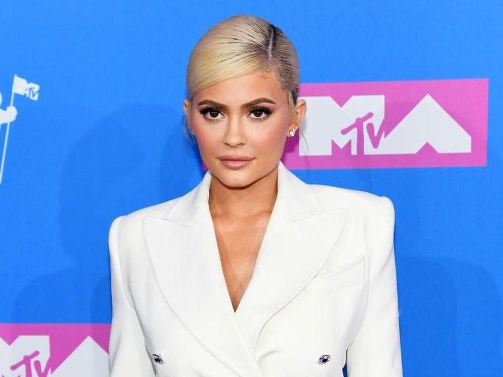 Yang Harus Diketahui Sebelum Filler Bibir Seperti Kylie Jenner