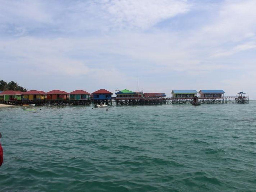 Pesona Kepulauan Derawan di Utara Indonesia