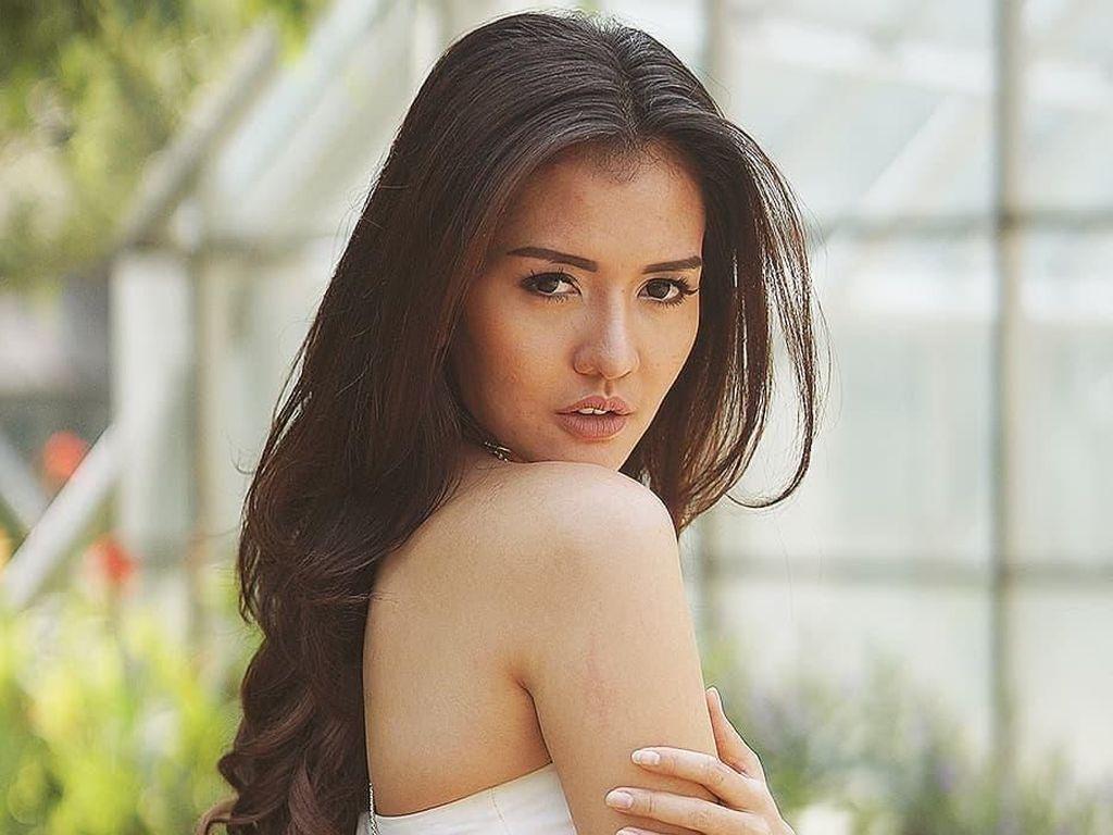 Putus dari Vicky Prasetyo, Anggia Chan Posting Surat Perjanjian Settingan?