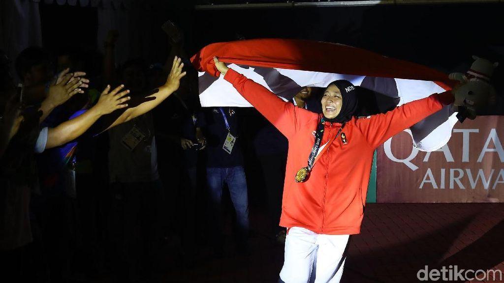Gaya Olahraganya Aries Susanti, Anak Mantan TKI yang Raih Emas Panjat Tebing