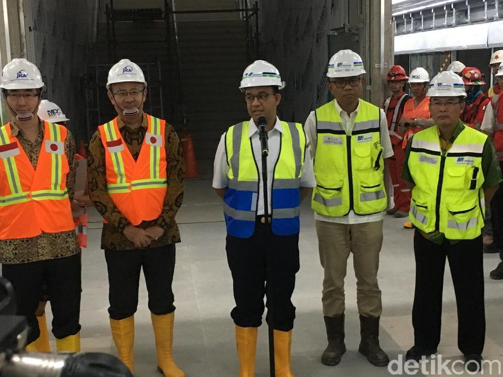 Jajal MRT, Anies: Rasanya Smooth, Seperti Naik Eskalator Berjalan
