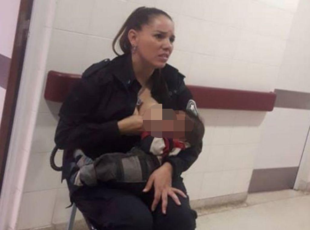 Kisah Polisi Wanita yang Menyusui Bayi Malnutrisi