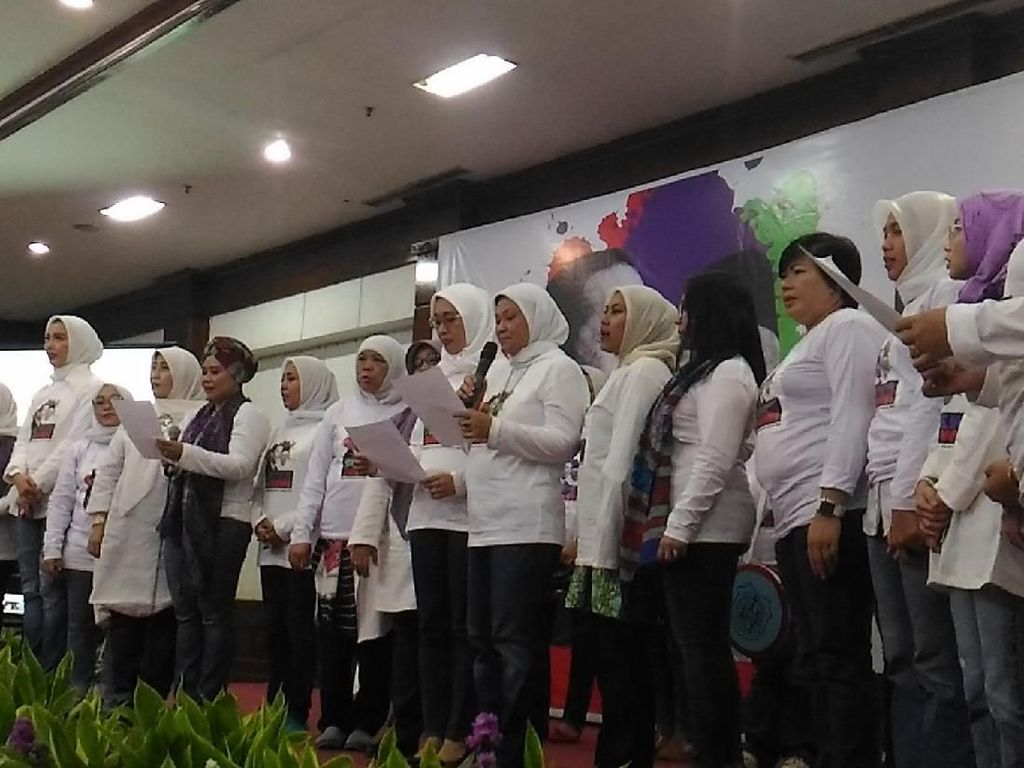 Relawan Emak-emak dan Mama Muda Deklarasi Dukung Jokowi-Maruf