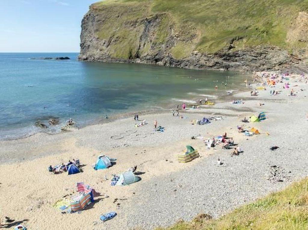 Curi Kerikil di Pantai, Turis Terancam Denda Rp 18 Juta