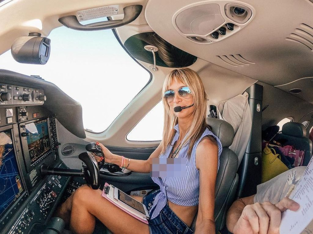 Foto: Wanita Keren Ini Keliling Dunia dengan Nyetir Pesawat Sendiri