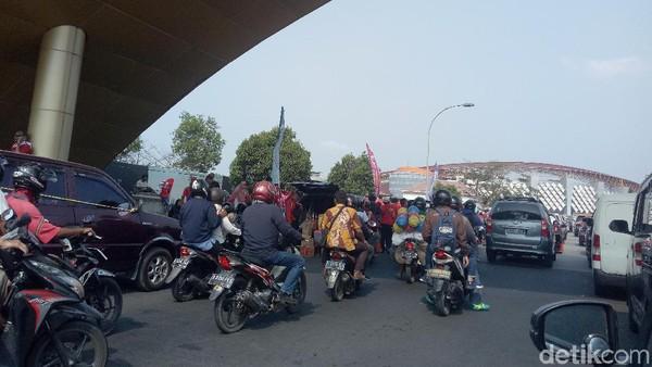 Sejam Sebelum Kickoff Indonesia vs UEA, Jalur ke Stadion Macet Parah