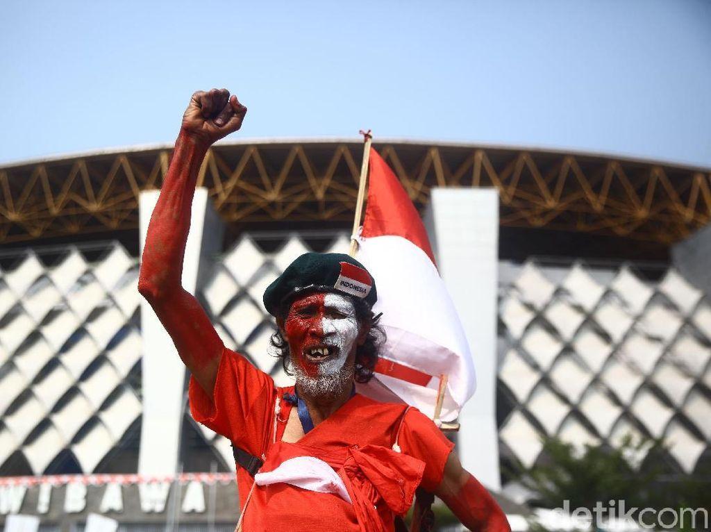 Suporter Timnas Indonesia Mulai Merahkan Stadion Wibawa Mukti