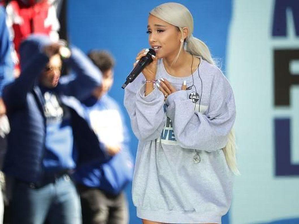 Ariana Grande Berat Jalani Hari Usai Ditinggal Mac Miller