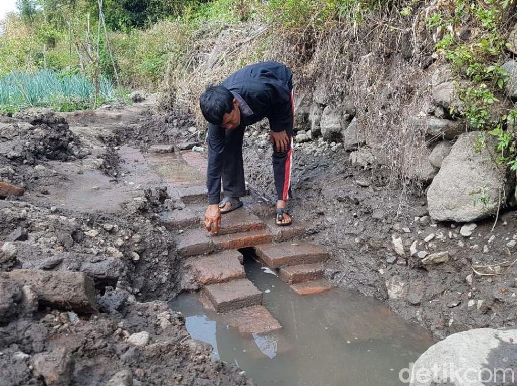 Sawah Lokasi Tumpukan Bata Diduga Candi di Pasuruan Disterilisasi