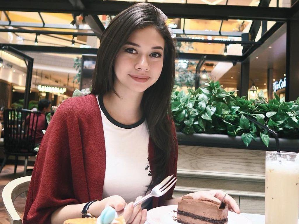 Yuki Kato Tolong... Jangan Nodai Bandara Ahmad Yani dengan Kecantikanmu