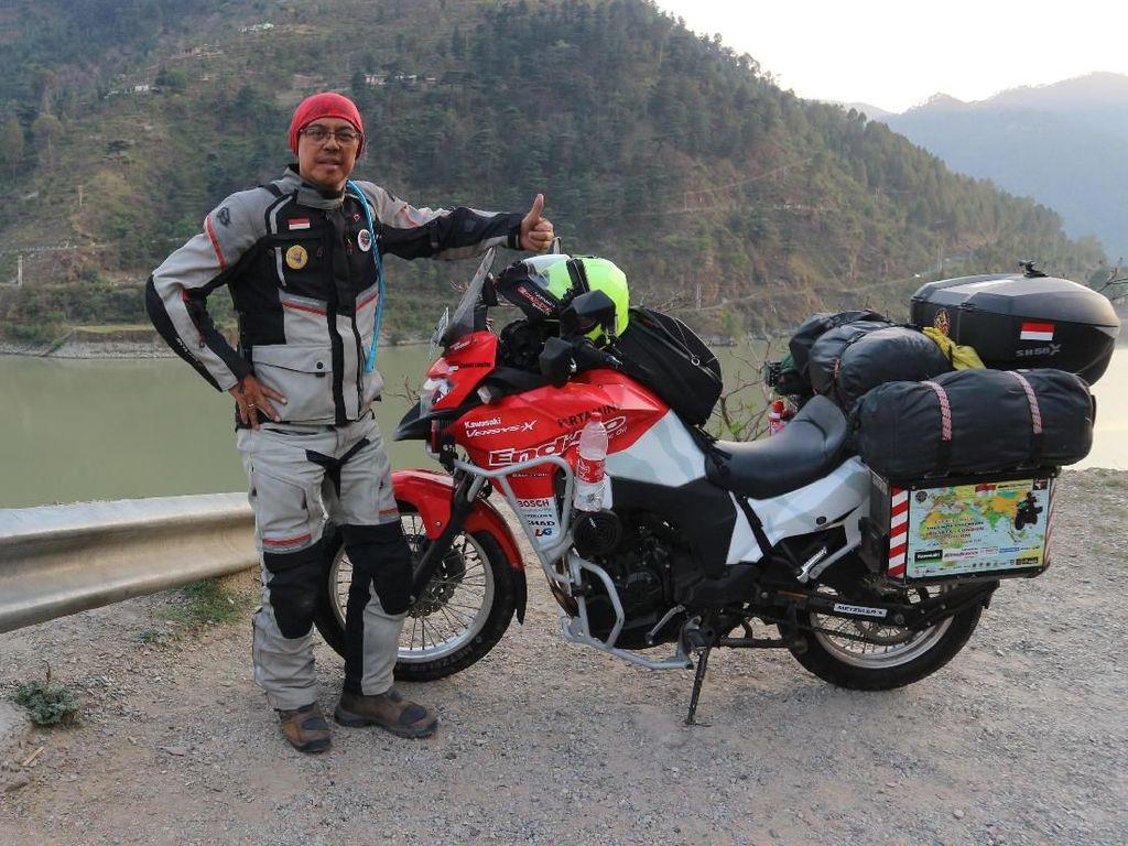 Touring Jakarta-London, Rider Ini Pakai Motor Mirip Anies