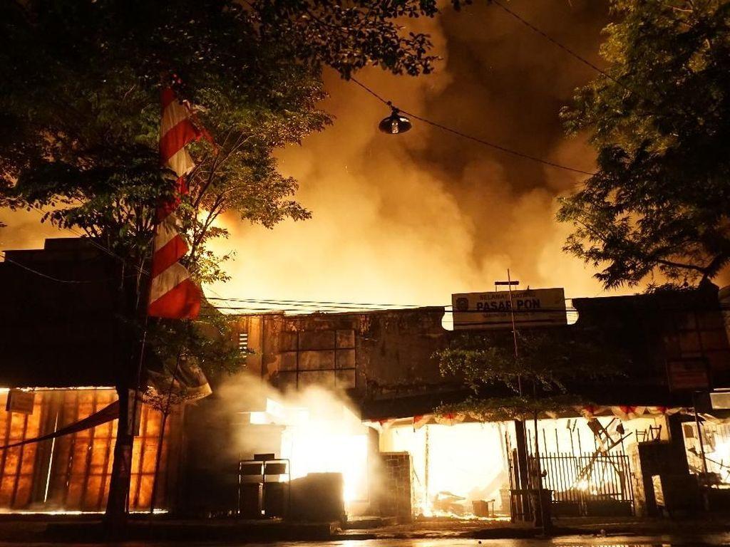 Terbakarnya Pasar Pon Trenggalek Sisakan Tanda Tanya Bagi Pedagang