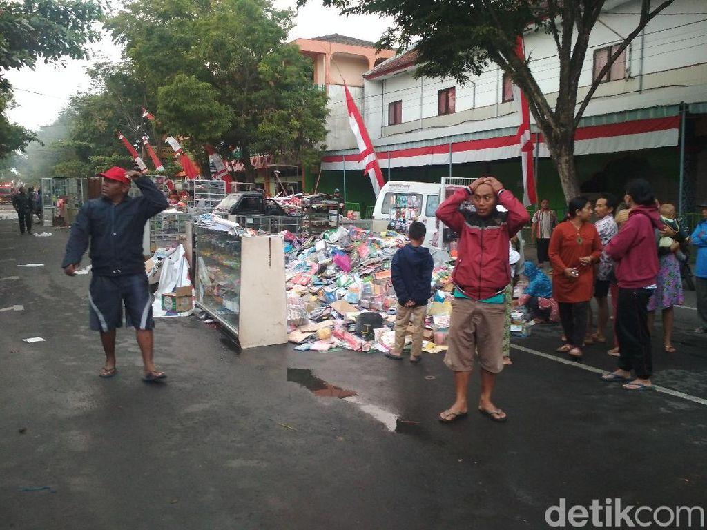 Duka Pedagang Pasar Pon Trenggalek yang Kiosnya Ludes Terbakar