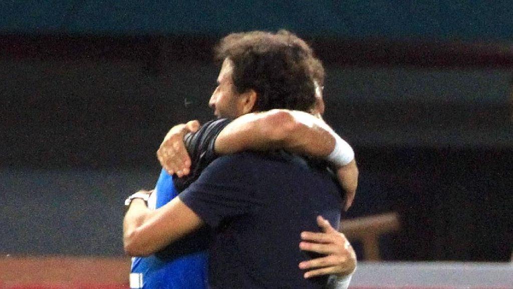 Momen Bikin Baper Luis Milla dan Pemain Timnas U-23